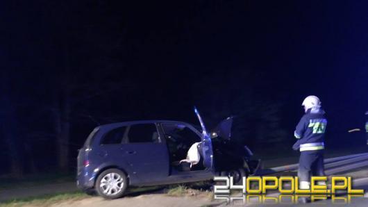 80 latek uderzył w policyjny radiowóz i wjechał do rowu