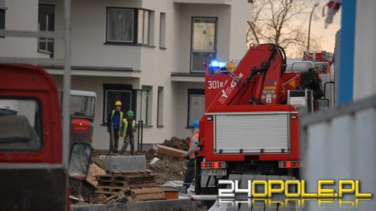 Aleja Solidarności:Pracownik budowy wpadł do szybu windy.