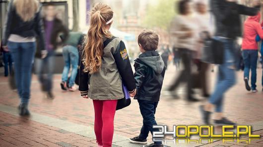 Bezpieczne dziecko w zatłoczonej galerii handlowej - 3 zasady, które musi znać dziecko