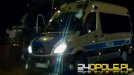 Policjanci pomogli kobiecie, która upadła na chodnik
