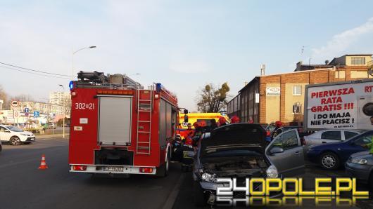 Zderzenie dwóch pojazdów na ul. Dambonia. Jedna osoba odniosła obrażenia