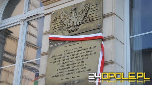 W Opolu okolicznościową tablicą upamiętniono ofiary UB
