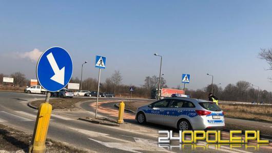 Utrudnienia na obwodnicy Opola, strażacy neutralizują dużą plamę oleju