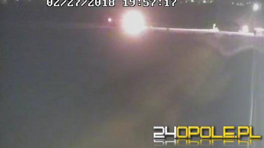 Zobacz moment zderzenia szynobusu z samochodem osobowym w Chmielowicach