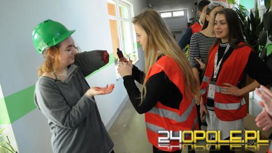 Konkurs młodych ratowników w II LO. Musieli poradzić sobie m.in. z próbą samobójczą