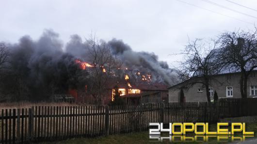 W Ziemiełowicach doszczętnie spłonęła stodoła. Straż zapobiegła rozprzestrzenieniu się ognia