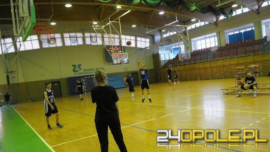 W Dobrzeniu Wielkim miłośnicy koszykówki przez 6,5 godziny oddali 21086 celnych rzutów do kosza