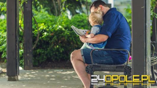 Rośnie popularność urlopu ojcowskiego w naszym regionie