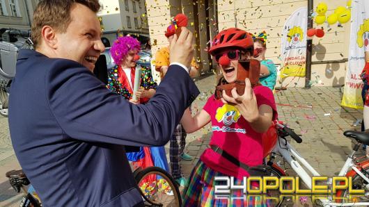 """""""Dr Clown kręci nosem"""". Kolorowa sztafeta rowerowa po 300 kilometrach jest na mecie !"""