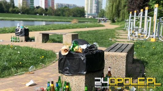 Park nadodrzański po 2 dniach wolnego tonie w śmieciach. Co będzie później?