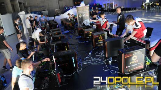 Turniej e-sportowy w Opolu przyciągnął blisko 500 graczy i tłumy kibiców