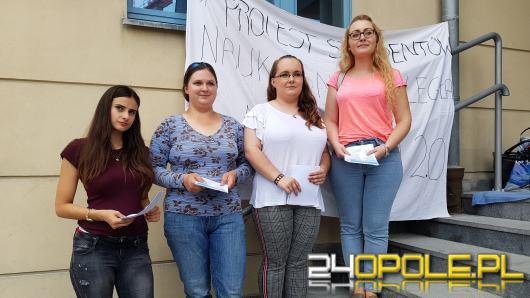 Studenci protestują na pl. Kopernika przeciw Ustawie Jarosława Gowina