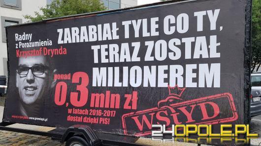 Billboardy z podobizną Krzysztofa Dryndy jeździły po Opolu, dlaczego?