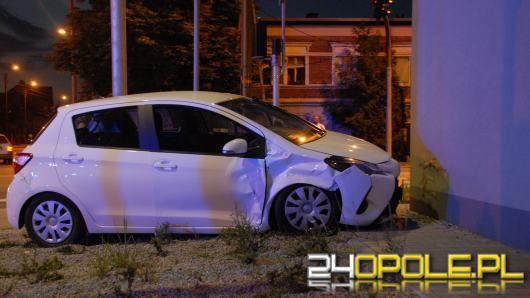 20-latka zderzyła się z golfem i uderzyła w Biedronkę