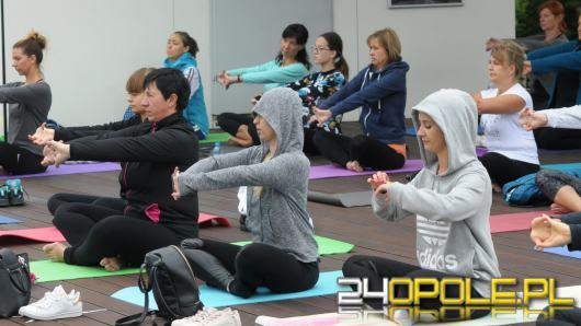 W Amfiteatrze co sobotę chętni Opolanie mogą poćwiczyć bezpłatnie jogę
