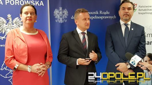Minister Bartosz Marczuk spotkał się z osobami niepełnosprawnymi w Brzegu