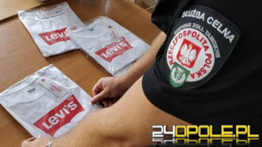 Setki sztuk podrabianej odzieży miały trafić do mieszkanki Opola