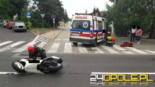 Krapkowice: Kierujący skuterem zabrany do szpitala po zderzeniu z osobówką