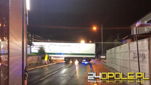 Pietraszów: Ciągnik siodłowy uderzył w dom jednorodzinny