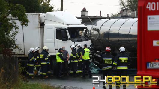 Zderzenie jadących z naprzeciwka ciężarówek