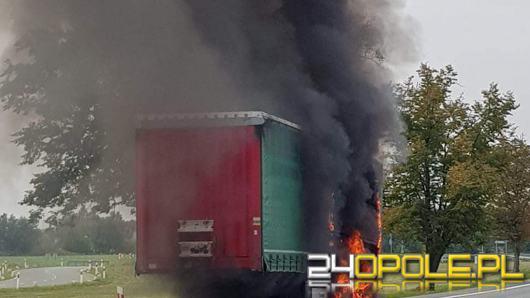 W okolicach Karczowa spaliła się naczepa TIR'a