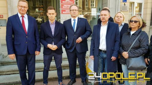 """Koalicja Obywatelska: """"Głos na Wiśniewskiego to głos na PiS"""". KWW prezydenta odpowiada na zarzuty"""