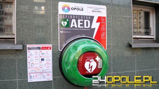 W miejskich instytucjach pojawiły się defibrylatory. Gdzie ich szukać?