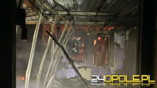 W Zdzieszowicach spłonął budynek socjalny. Ewakuowano 19 osób