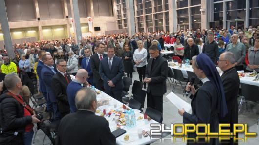 Nakrycia dla blisko 1200 gości przygotowano z okazji wigilii dla samotnych