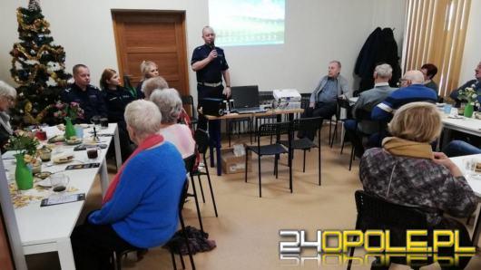 Policjanci rozmawiali z seniorami o bezpieczeństwie