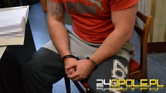 Nie wrócił z przepustki. Policjanci zatrzymali go u...poszukiwanej przez policję partnerki