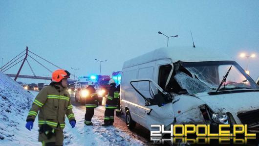 Bus z ciężarówką zderzył się na opolskim odcinku A4
