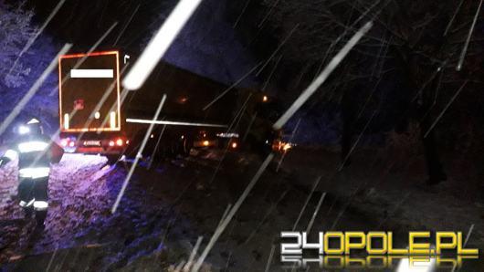 Trudne warunki na drogach po obfitych opadach śniegu