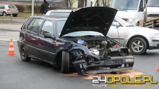 Wypadek na skrzyżowaniu ulic Wrocławskiej z Nysy Łużyckiej. Dwie kobiety ranne