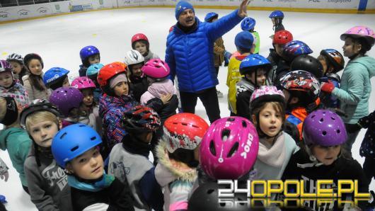 Zimowa akademia sportu na lodowisku toropol