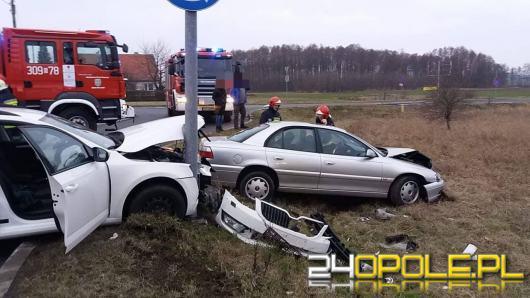 Dwie osoby ranne po zderzeniu dwóch osobówek we Wrzoskach