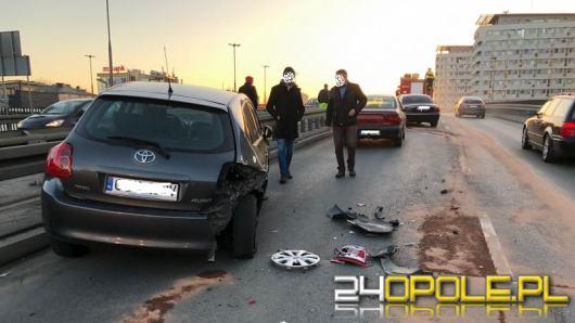 Kolizja kilku samochodów nad rondem w Opolu