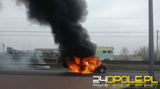 W Lewinie Brzeskim spłonął samochód osobowy