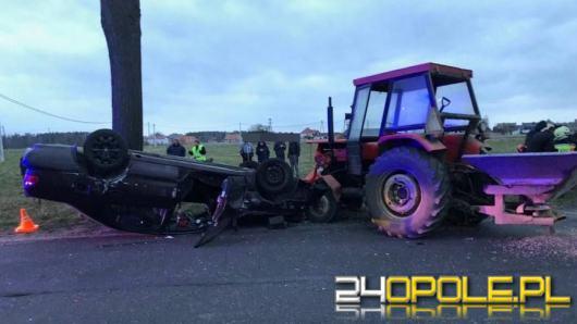 Niebezpieczne manewry w Kadłubie Turawskim. Rozbite dwie osobówki i traktor