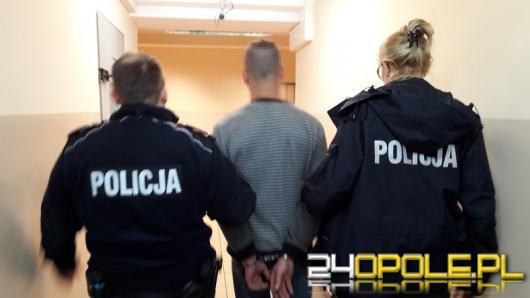36-latek zagroził kobiecie i ukradł torebkę. Tego samego dnia został zatrzymany
