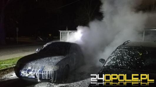 Dziś w nocy strażacy dwa razy gasili podpalone pojazdy w Lewinie Brzeskim