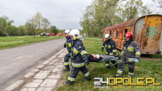 Odłączyły się wagony, uderzyły w cysternę. Opolscy strażacy ćwiczą przeróżne scenariusze