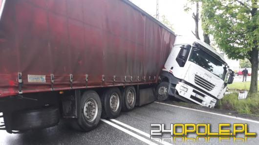 Ciężarówka z naczepą zablokowała ruch na krajowej 11