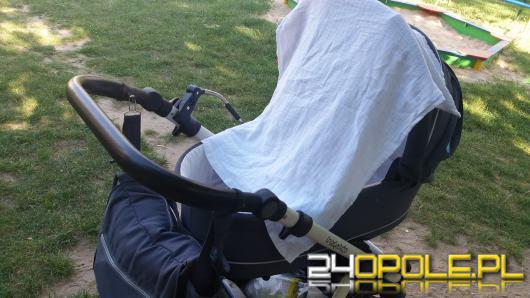 Rodzicu! Nie nakrywaj wózka pieluchą i nie zostawiaj dzieci w aucie!