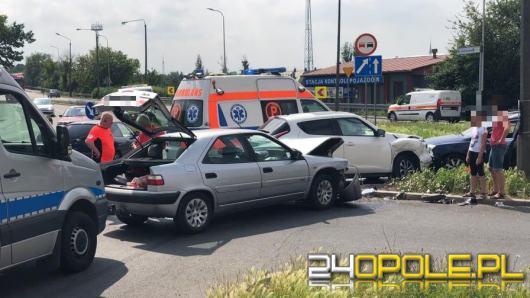 Utrudnienia po kolizji na skrzyżowaniu Fabrycznej, Armii Krajowej i Braci Kowalczyków w Opolu