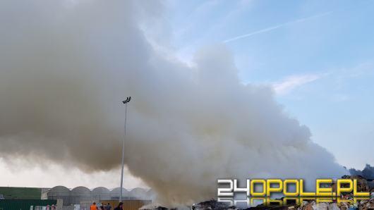 Zły stan powietrza w Kędzierzynie-Koźlu. Strażacy nadal walczą z gaszeniem śmieci