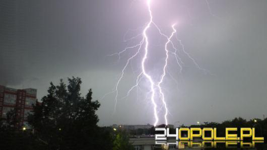 Meteorolodzy ostrzegają przed nocnymi burzami z deszczem i porywami wiatru