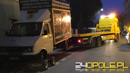 Policja interweniowała w sprawie ciężarówki z drastycznymi zdjęciami. Będzie skarga na mundurowych