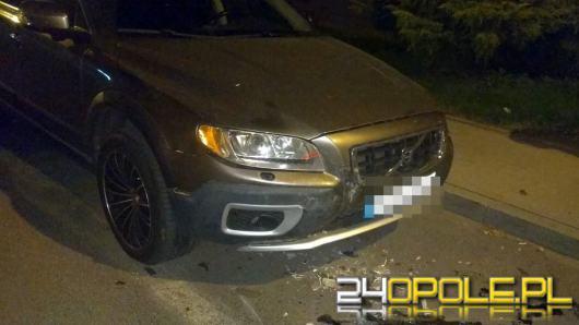 Pijany i bez prawa jazdy wjechał w zaparkowany samochód.