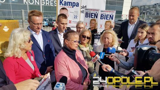 Witold Zembaczyński przyjechał na konwencję PiS by wręczyć premierowi rachunek za ortopedę